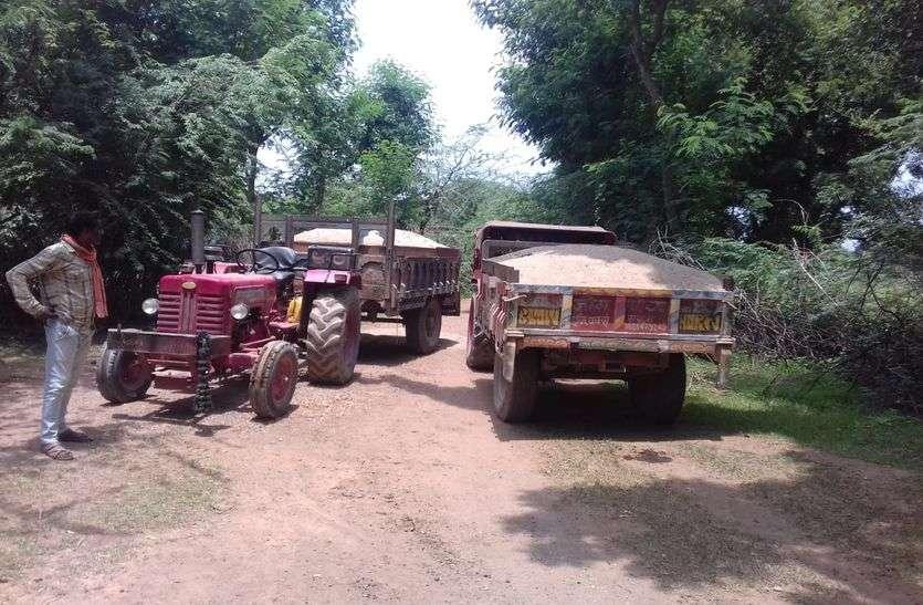 बजरी माफिया के खिलाफ कार्रवाई, 13 ट्रैक्टर जब्त, 8 चालक गिरफ्तार