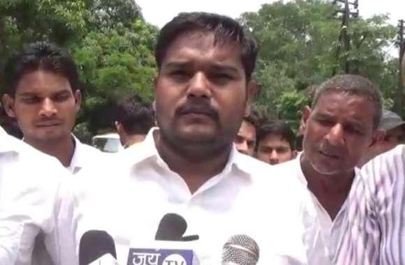 इस संगठन ने सोनभद्र नरसंहार का आरोप आईएएस पर लगाया, राज्यपाल से की ये मांग, देखें वीडियो
