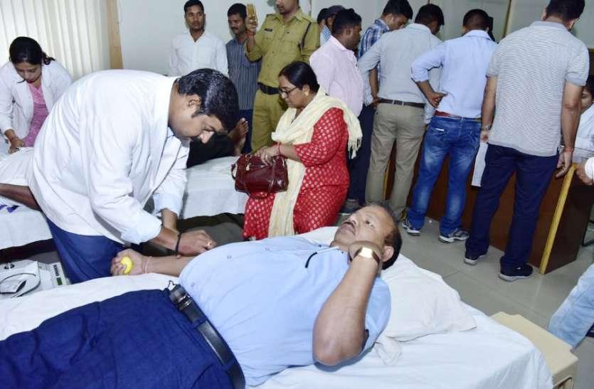 खून की कमी का दंश झेल रहे 900 बच्चे, रक्त के इंतजाम में जुटा जिला प्रशासन सहित पूरा अमला