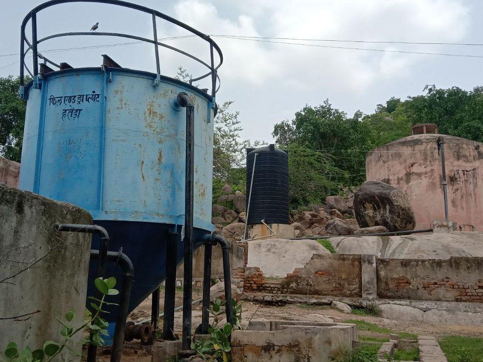 करैरा क्षेत्र में पानी पीने से हो रहीं हड्डियां कमजोर, बढ़ रही शरीर में अकडऩ