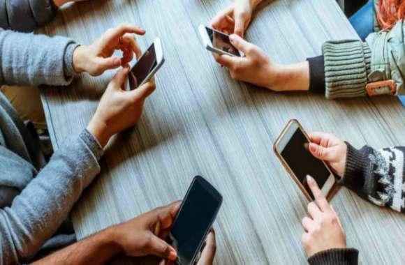 अगर आप भी मोबाइल की लत से परेशान हैं, अक्सर तनाव, सिर में भारीपन और बेचैनी रहती है तो ये खबर आपके लिए है...जरूर पढ़ें