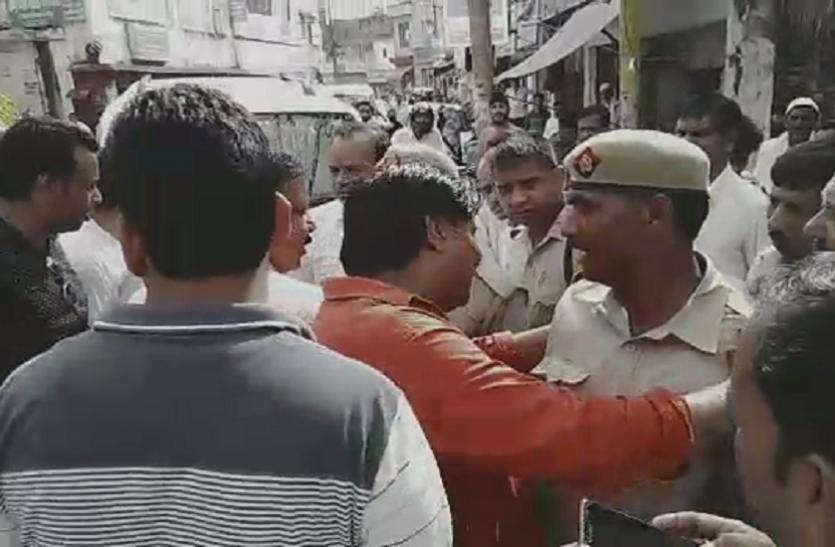 Rampur: Constable के आगे नहीं चली भाजपा नेताओं की, सिपाहियों ने कह दिया कुछ ऐसा कि चौंक गए भाजपाई- देखें वीडियो