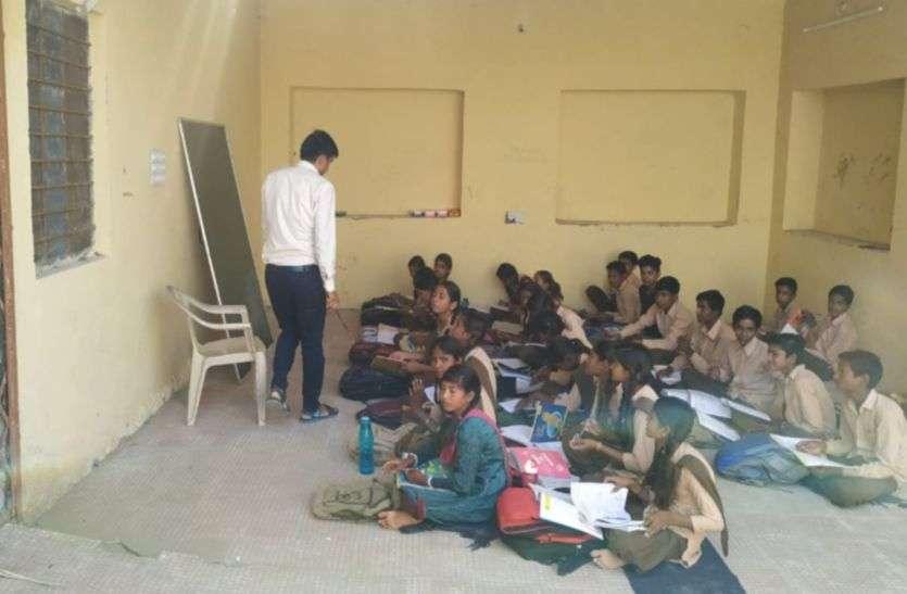 भाणुजा स्थित स्कूल भवन की दीवारों में दरारें, फर्श भी धंसा