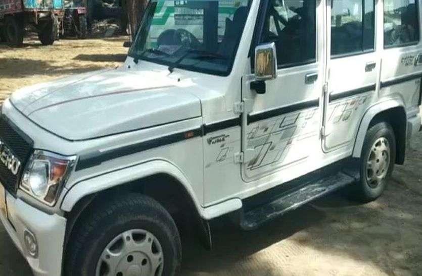 बजरी की ट्रैक्टर-ट्रॉली ने मारी एबीईओ की कार को टक्कर