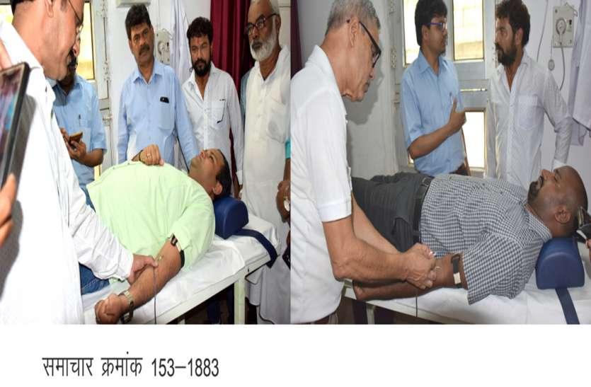 अधिकारियों-कर्मचारियों ने किया रक्तदान