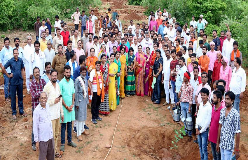 गौ अभयारण्य में पौधरोपण कर 10 सालों में जंगल की तरह विकसित करना: मंत्री