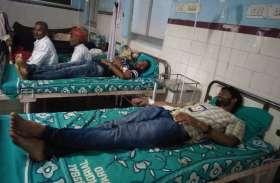 तीन दिन से भूख हड़ताल पर बैठे एबीवीपी कार्यकर्ताओं की तबीयत बिगड़ी, अस्पताल में भर्ती