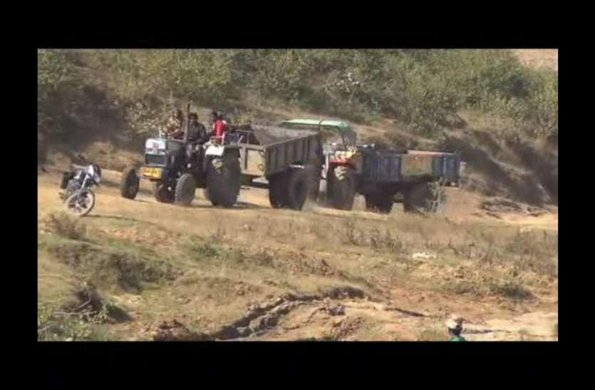 बेखौफ माफिया : तहसीलदार पर हमला, धक्का देकर गाड़ी चढ़ाने का प्रयास, छुड़ा ले गए ट्रैक्टर