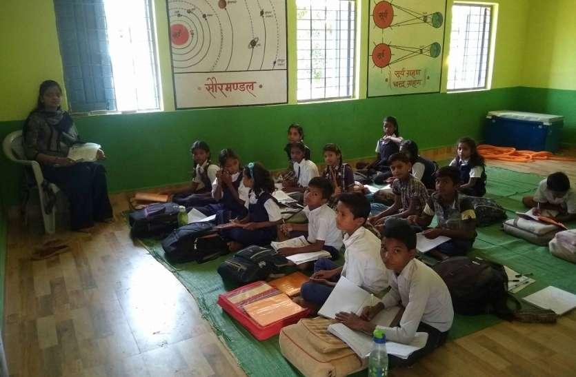 शिक्षकों ने बदली स्कूल की सूरत, मिशाल बना उमरी माध्यमिक शाला