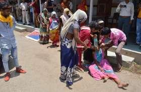 PHOTOS:मासूम की मौत के बाद, परिजनों सहित हिंदू संगठनों ने जमकर किया हंगामा...देखें तस्वीरें