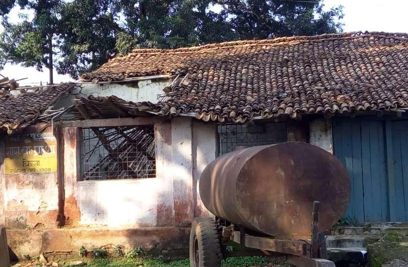 110 वर्ष पुराना स्कूल भवन खो रहा अपना अस्तित्व