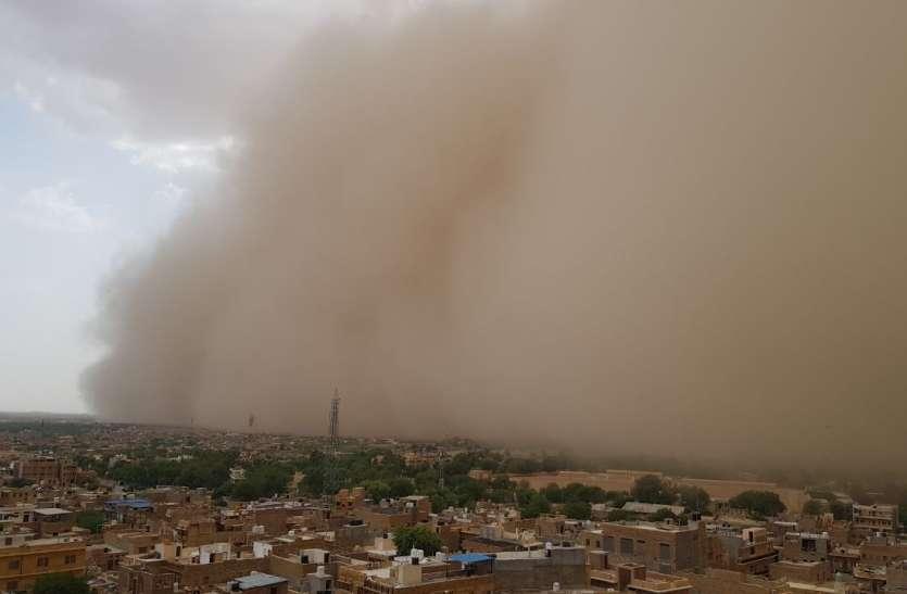 पश्चिमी राजस्थान में अचानक पलटा मौसम, पूरे आसमान में छाया धूल का गुबार