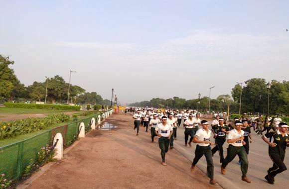 कारगिल विजय दौड़: शहीदों की याद में सैनिकों के साथ दौड़ी दिल्ली, विजय चौक से इंडिया गेट तक विक्ट्री रन