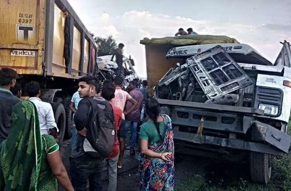Breaking : कोथारी पुल के पास दो ट्रेलर में भिड़ंत, चालक घायल, कोरबा-चांपा मार्ग एक घंटे रहा जाम