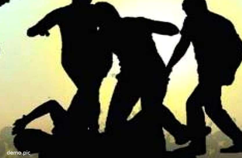 बेटी के प्रेमी का दिन दहाड़े अपहरण कर मारपीट की, वीडियो वायरल पर हरकत में आई पुलिस