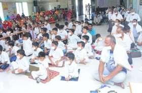 मंत्र दीक्षा का उद्देश्य बच्चों में धार्मिक संस्कार डालना