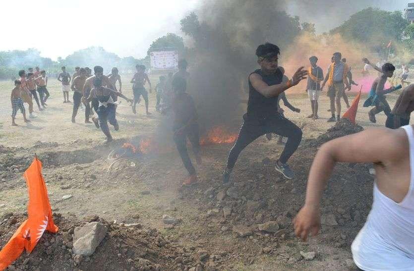 बारूद की घाटी, आग का दरिया और मल्ल युद्ध