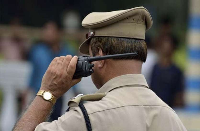 MURDER के शक में पुलिस ने दो बेगुनाहों को जबरन पीटा, अब शासन देगा 25-25 हजार जुर्माना