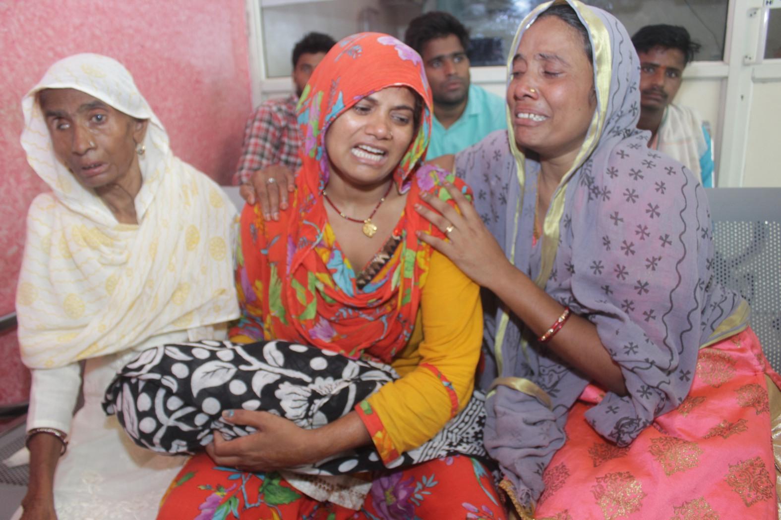 हालत बिगड़ी तो केआरएच कर दिया रैफर, बच्चे की मौत पर परिजनों ने किया हंगामा