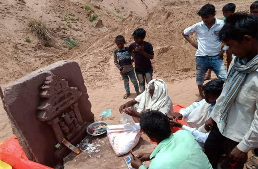 पार्वती नदी में निकली गणेश भगवान की प्राचीन प्रतिमा, ग्रामीणों ने शुरू की पूजा