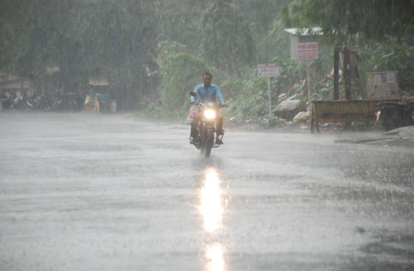 शहर में झमाझम बारिश से लोगों को मिली राहत, देखें वीडियो