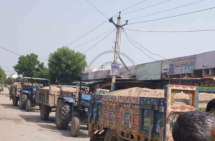 बजरी माफिया के खिलाफ कार्रवाई: बजरी परिवहन के मामले में फरार चार ट्रैक्टर चालक गिरफ्तार