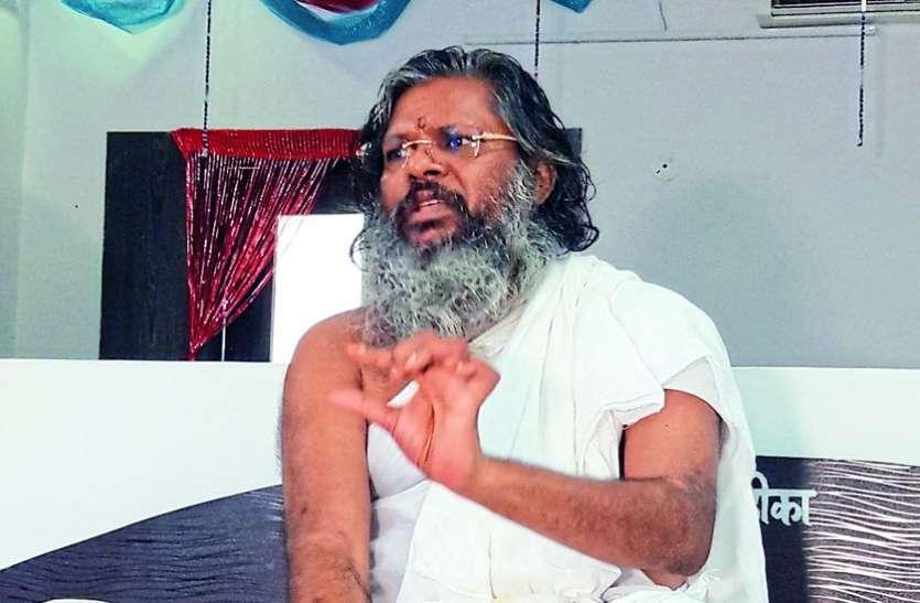रामेश्वर में ज्योतिर्लिंग को छू भी नहीं सकते, यहां तो हर कोई महाकाल को रगड़ता दिखता है : जैन संत डॉ. वसंत विजय