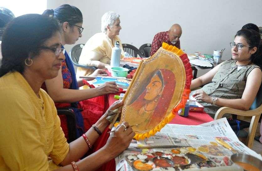 Rang Malhar festival : कलात्मकता के रंगों से रोशन हो उठे हाथ के पंखे