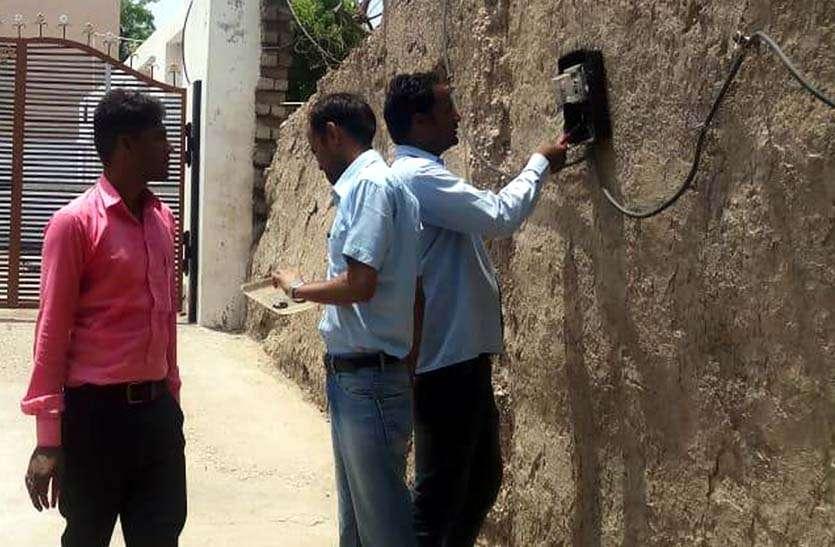 आधा दर्जन गांवों में बिजली चोरी पर कार्रवाई कर चार लाख का जुर्माना किया