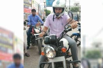 बाइक पर निरीक्षण करने निकले नगरायुक्त रविंद्र मांदड़, सफाई, पार्किंग व्यवस्था और विकास कार्यों का लिया जायजा