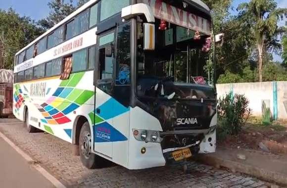 दर्दनाक: आपस में टकराई सवारी बसें, दो यात्रियों की मौत एक गंभीर