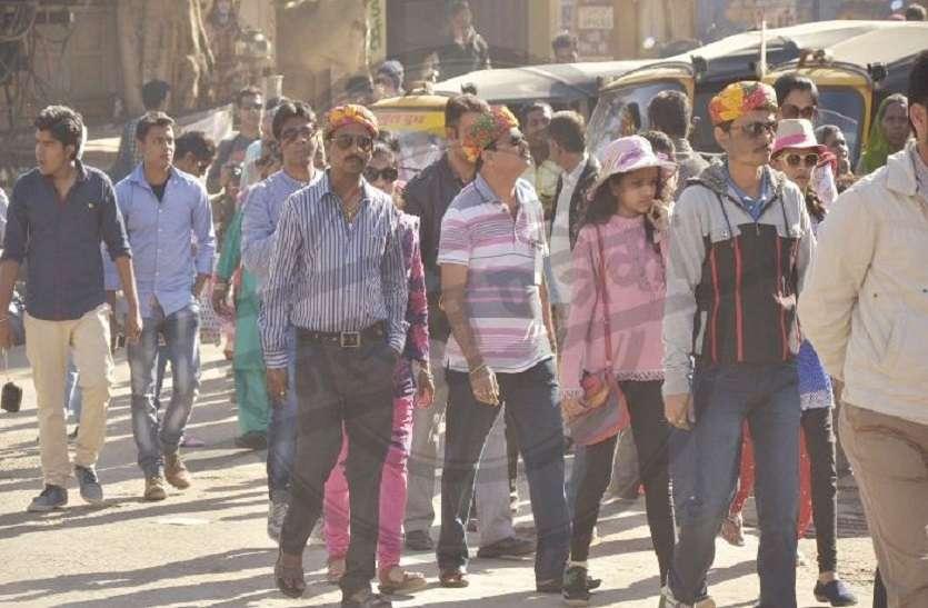 1500 करोड़ का आंकड़ा छूने की तैयारी,पर्यटकों को रिझाने उन तक पहुंच रहे जैसलमेर के व्यवसायी
