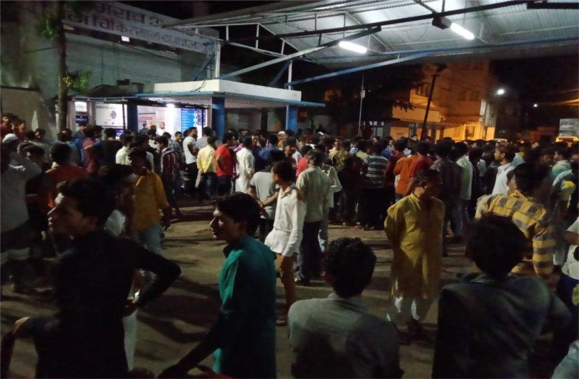 नैनावद पुलिया पर दो युवकों को बस ने रौंदा, मौके पर ही मौत