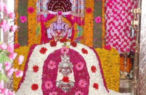 PICS : सावन के पहले सोमवार को मंदिरों में दर्शन को उमड़े श्रद्धालु