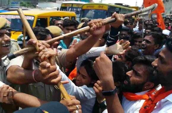 ऐसी क्या थी मांग की पुरुष सिपाहियों ने कर दी छात्राओं के साथ धक्का मुक्की