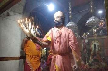 सावन के पहले सोमवार को अचलनाथ महादेव मंदिर में उमड़े श्रद्धालु