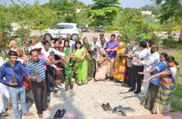 पत्रिका हरित प्रदेश अभियान...भगवान भोलेनाथ का पूजन कर बारिश की कामना की फिर रोपे विभिन्न प्रजातियों के पौधे