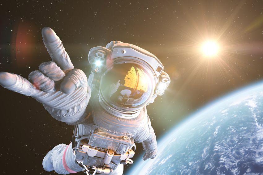Space Trip May Possible In 2020 - 2020 के आखिर तक वर्जिन गैलेक्टिक भेजेगी 6  लोगों को स्पेस टूरिज्म पर | Patrika News