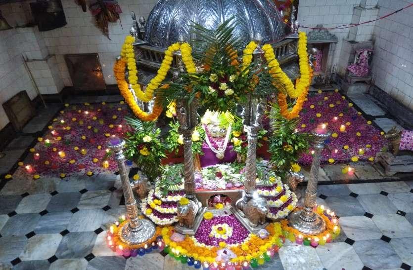 सावन के पहले सोमवार को भगवान शिव के दर्शन करने उमड़े लोग, महादेव घाट में लगा भक्तों का मेला