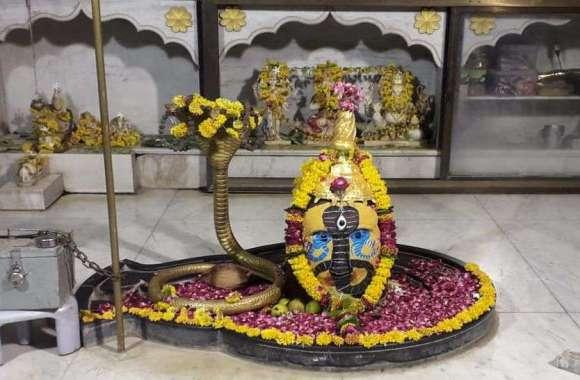 मंदिरों में  श्रद्धालुओं ने की पूजा