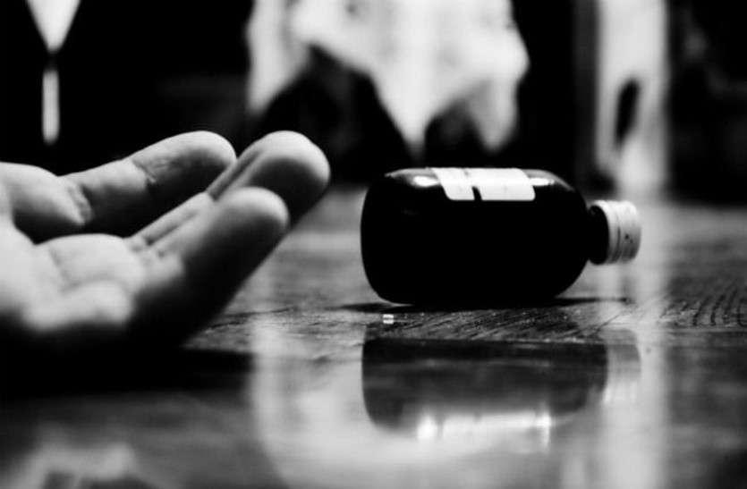 तीन लड़कों की छेड़छाड़ से तंग आकर 10वीं की छात्रा ने खाया विषाक्त