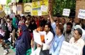 मदरसा पैराटीचर्स ने विभिन्न मांगों को लेकर जताया विरोध, प्रदेशभर में कर रहे प्रदर्शन