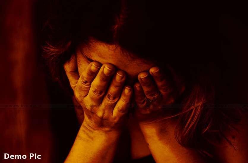 12वीं की मार्कशीट लेने गई युवती को जबरदस्ती उठाया, फिर अहमदाबाद ले जाकर कई बार किया बलात्कार!