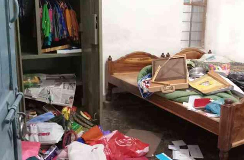 चोरों ने देर रात मकान पर बोला धावा, 4 लाख रुपए व जेवरात उड़ाए, आंगन में सो रहे मकान मालिक को भनक तक नहीं लगी