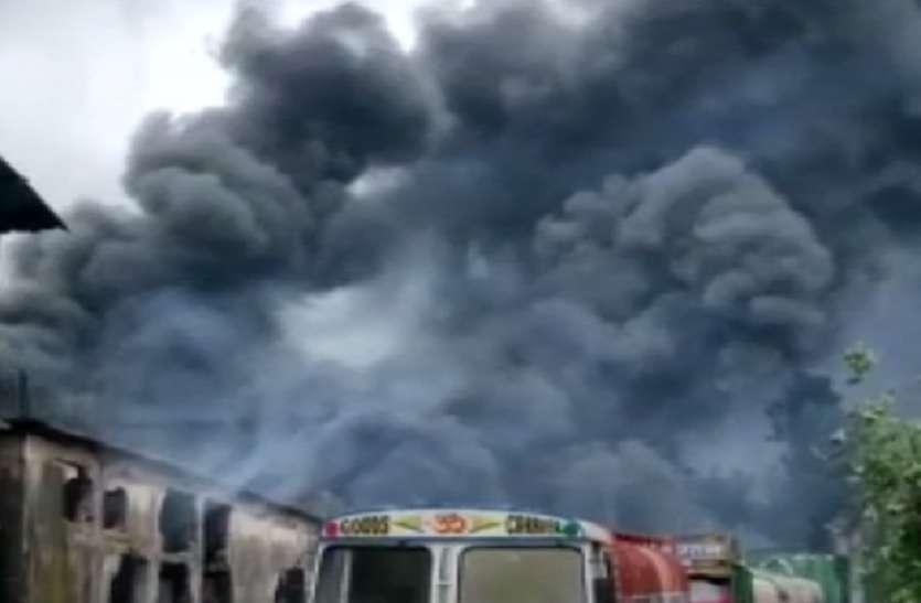 VIDEO- महाराष्ट्र के भिवंडी में कैमिकल गोदाम में ऐसे लगी आग, सब जलकर राख