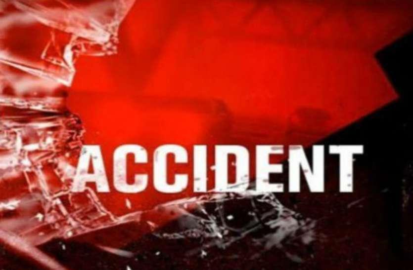 तेज रफ्तार ट्रक ने बाइक सवार को मारी टक्कर, दो की मौत, एक घायल