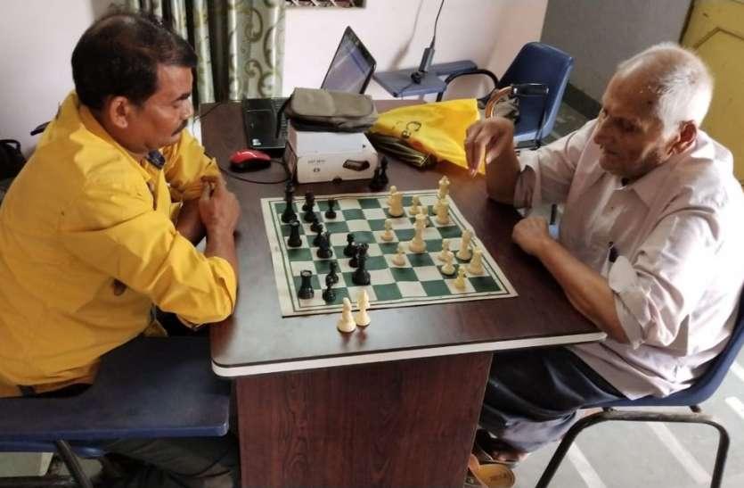 शतरंज में16 खिलाडिय़ों के बीच चला शह-मात का दौर