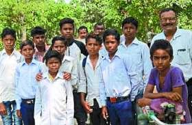 जंगली हाथियों ने रोका स्कूली बच्चों का रास्ता, गांवों में दहशत