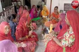 बारिश की कामना : इन्द्रदेव को रिझाने के लिए यहां की महिलाओं ने किया हरि-कीर्तन, देखें पूरा वीडियो...