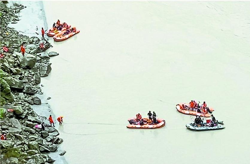 पश्चिम बंगाल की तीस्ता नदी में बहे राजस्थान के युवाओं को 13 दिन बाद भी नहीं खोज पाई भारतीय नौसेना